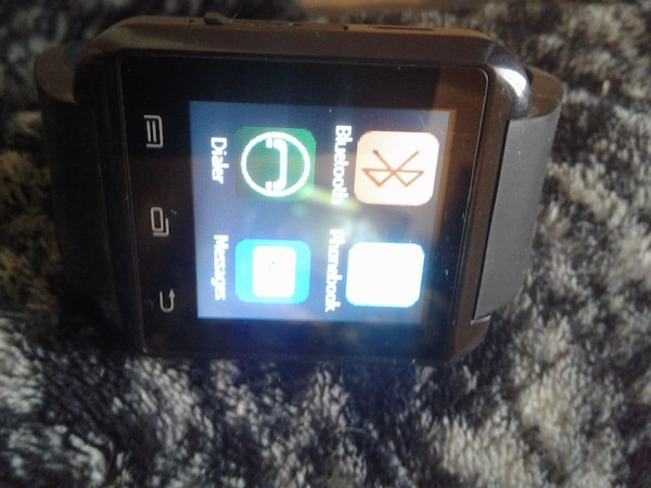 Android Smart Watch with charger cord great cond.