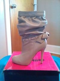 Size 7.5 high heel boots