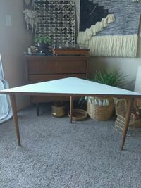 Vintage corner table Sacramento, 95826