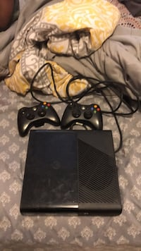 Black xbox 360 console with controller New Orleans, 70127