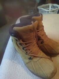 unpaired brown leather lace-up boot Colorado Springs, 80922