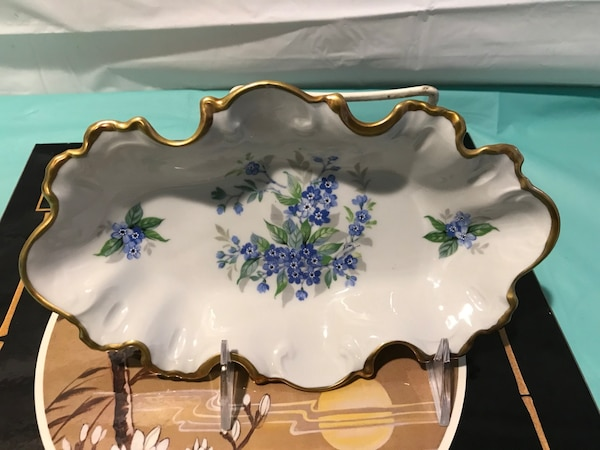 Vintage Limoges France hand painted & ornate with 24k gold tone at scallop  edges Mint condition   Can be used for bone holder, candy holder, ring &
