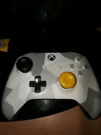 XBOX controller with games combo deal  Allentown, 18102