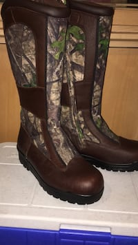 Pair of brown and gray boots Surrey, V4P