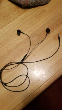 black earphones  Burtonsville, 20866