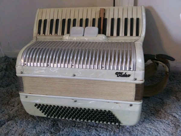 Vintage Video brand accordion 5d687587-2159-412d-b8da-db53061322ac