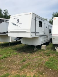 33 Arctic Fox 5th wheel camper