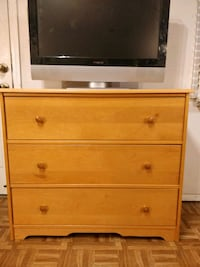 Nice wooden chest dresser with big drawers in good Annandale, 22003