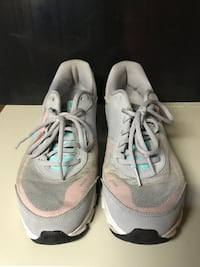 Pair of gray nike running shoes ( used) Buffalo, 14206