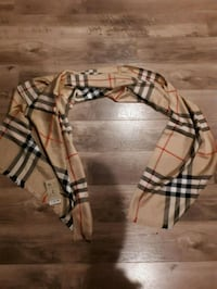 Burberry scarf with tags  Victoria