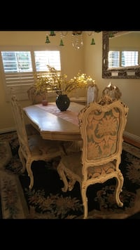 Italian dining table with eight chairs perfect condition