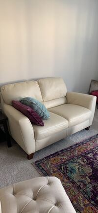 White leather 2-seat sofa Centreville, 20121