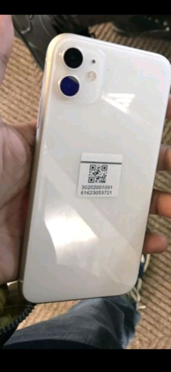 iPhone 11 (white) ff7cae62-e358-4a1d-b748-efa6b6115ecb