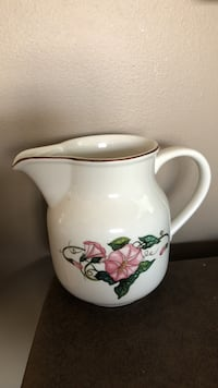 white and pink floral pitcher Chantilly, 20152