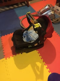 Infant car seat  Sherwood Park, T8A 0Z8