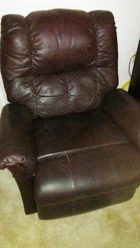 Leather lazy boy Dark brown recliner San Antonio, 78230
