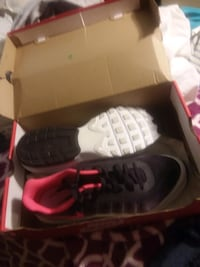 pair of black Nike Air Foamposite Pro shoes with box Huber Heights, 45424