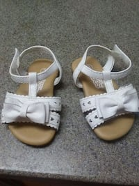 toddler's pair of white leather sandals Anderson, 96007