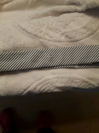white and blue striped lululemon headband Belleville, K0K 2B0