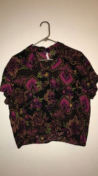 black and red floral scoop-neck shirt Bell Gardens, 90201