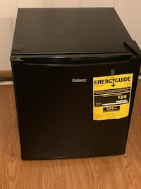 Black Galanz Single Door Mini Fridge New  Islandia, 11749