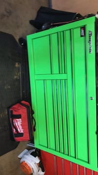 Snap-on tool box. Like new No scratches no dents no rust. I've owned the box for five months. Wonder Lake, 60097