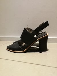 black leather pointed toe heels Chippendale, 2008
