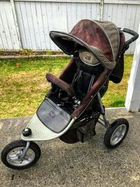 DELIVERY AVAILABLE- VALCO DELUXE STROLLER- CLEAN Calgary, T2E