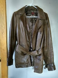 Danier brown leather jacquet. Size 12 St. Catharines, L2R 3V5