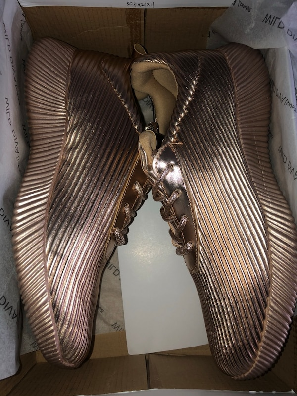 9b1303a149a1 Used Rose gold shoes for sale in Dayton - letgo