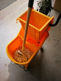 Mop and bucket with wringer, commercial grade Only used twice. Newmarket, L3X 2M3