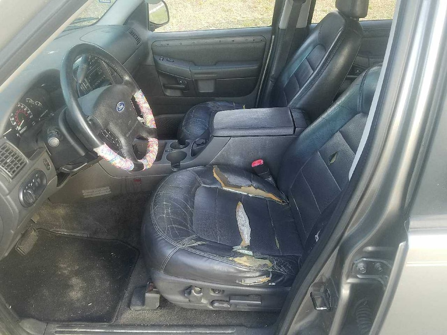 2002 v8 explorer with 3rd row seats leather fully in. Black Bedroom Furniture Sets. Home Design Ideas