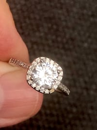 Stunning high quality cubic zirconia ring Surrey, V3Z 5K3