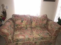 Floral 2-Seat couch. Clermont, 34711