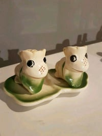 Vintage Salt and Pepper Shakers. Frogs on Lily Pad