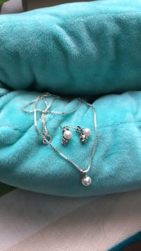 silver-colored necklace with pendant 2272 mi