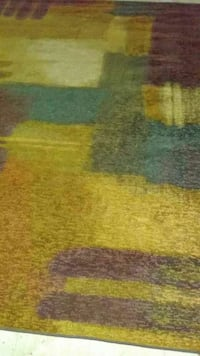 Area Rug.(7 ft 9 in X 10ft 2in)(used very little)