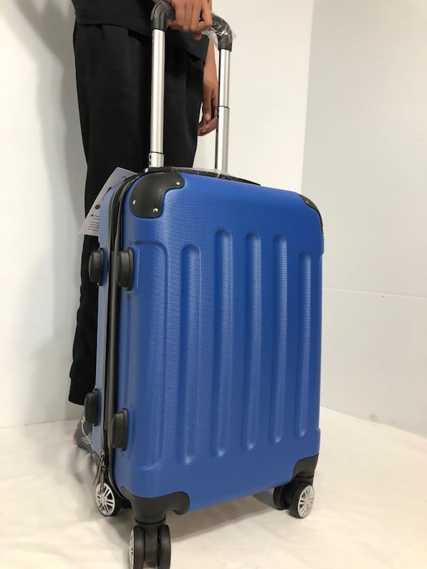 CARRY-ON LIGHTWEIGHT SPINNER LUGGAGE e13364c2-120c-4386-9f6f-98ab13599305
