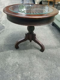 round brown wooden pedestal table Toronto, M6E 4W7