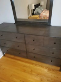Like new dresser and mirror set Ottawa, K2G 1R3