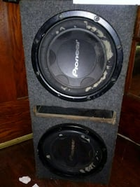 2 Pioneer 12s w bass box Milwaukee, 53218