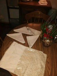 Bautiful Holiday Table Runner Fort Smith, 72901