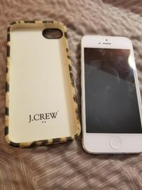 white iPhone 5 and leopard print case