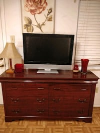 Nice long dresser/TV stand with 6 drawers in good condition, all drawe Annandale, 22003