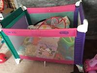 Baby's pink and green pack and play foldable good clean condition Etobicoke ontario Toronto, M9W 7K4