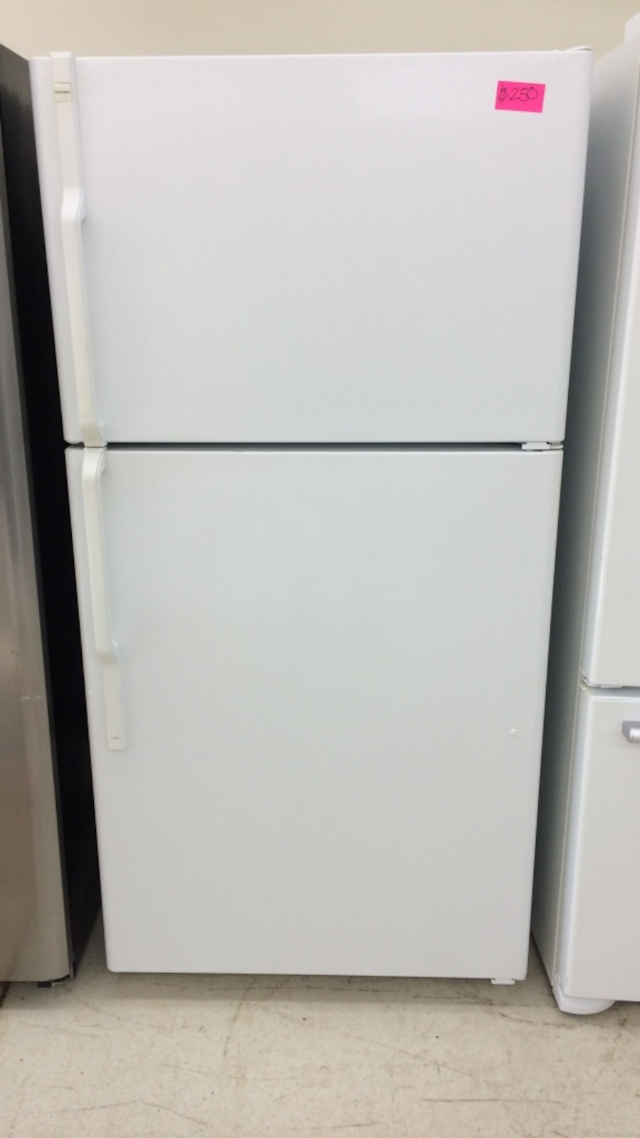 Used 33x69 Hotpoint White Top And Bottom Refrigerator In
