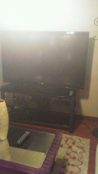 black flat screen TV with remote Milwaukee, 53216