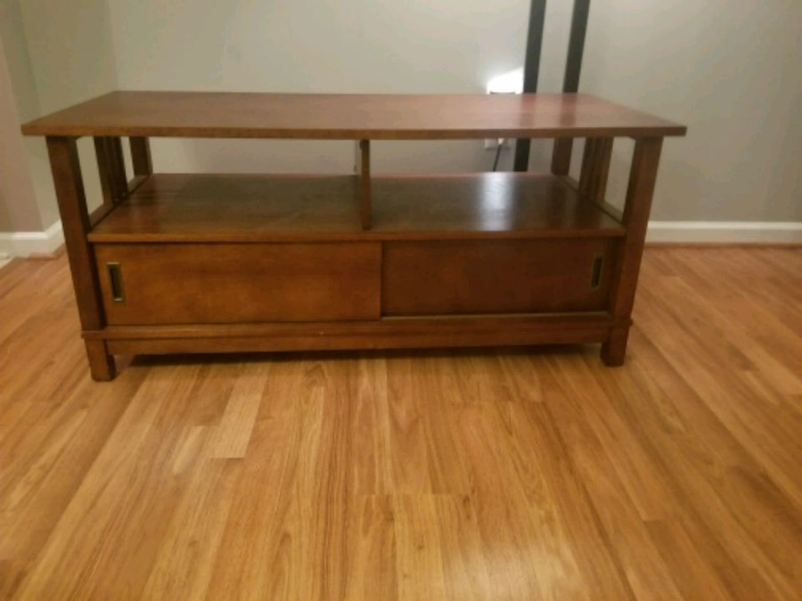 Etonnant (negotiable)TV Stand W Hidden Storage Compartments