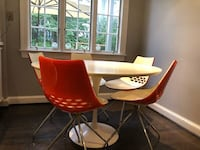 Dining/ kitchen chairs 5 Chevy Chase, 20815