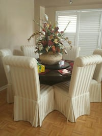 Dining Table and chairs  Brampton, L6R 1Z1